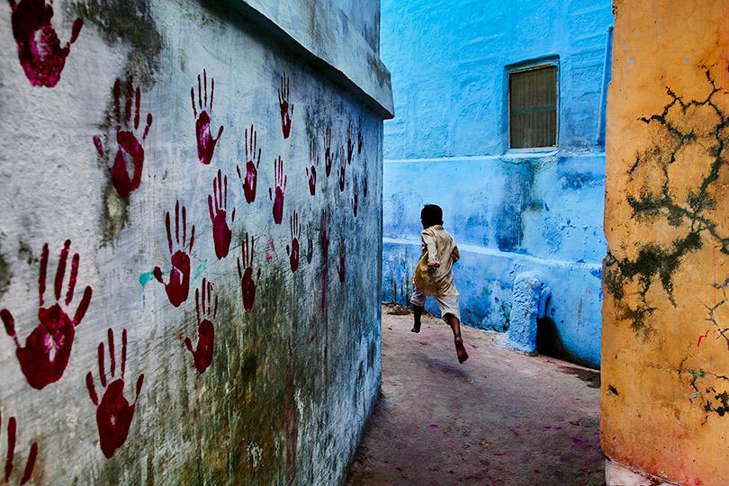 Мальчик впрыжке. Джодхпур, Раджастан, Индия.2007