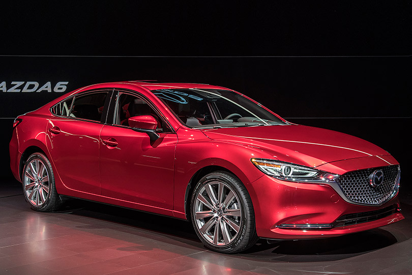 Cars with Jan Coomans. What's new atthe Los Angeles Motor Show. Mazda 6