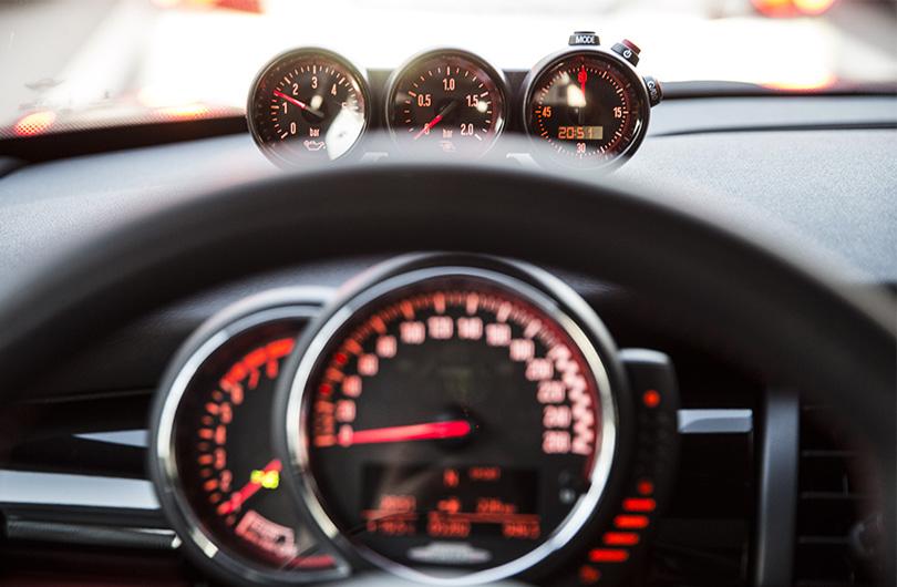 Авто с Яном Коомансом: тест-драйв нового Mini JCW