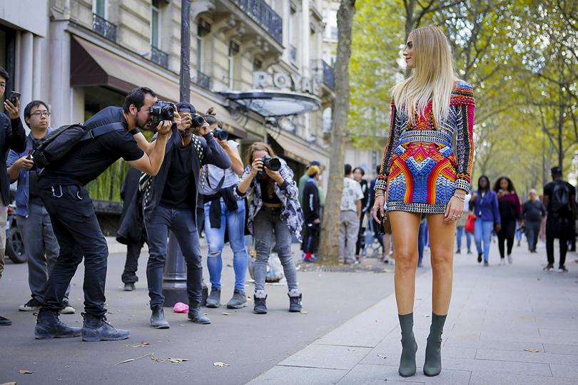 Style Notes: «модная армия» Оливье Рустена на показе Balmain. Кьяра Ферраньи перед показом