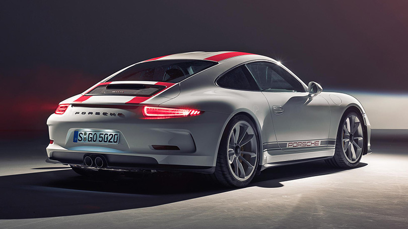 Cars with Jan Coomans. Year inreview with Porsche: hybrids, racing and the Russians' special passion for SUV. Porsche 911R