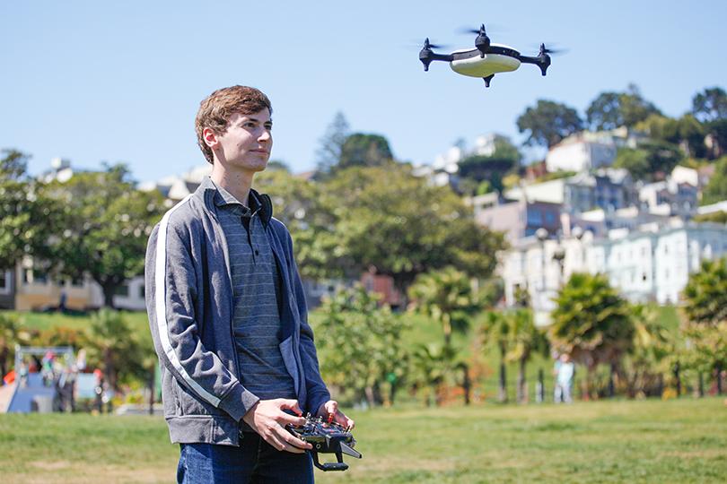 Posta Kid's Club: 30самых влиятельных подростков мира поверсии Time. Познакомьтесь с 19-летним Джорджем Матусом. Этот скромный парень с11лет управлял дронами, в12начал ихсоздавать, ак19основал собственный старт-ап, предлагающий беспилотные летательные аппараты, способные набирать скорость до70миль вчас
