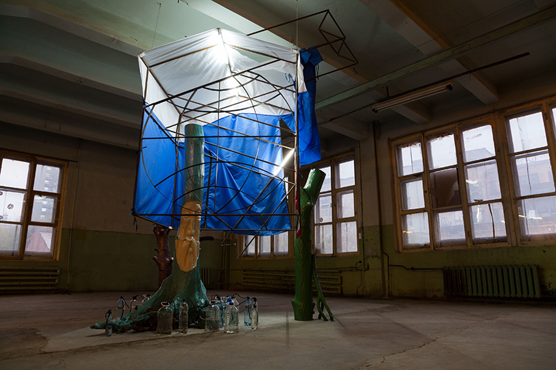Ирина Корина. Синкретическая избушка (2-я Уральская индустриальная биеннале, 2012)