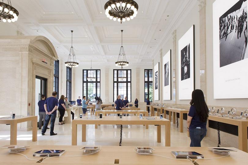Банки превращаются: отели, бутики икартинные галереи вбывших банковских особняках инебоскребах. Нью-Йорк, Apple Store, Madison Avenue 940