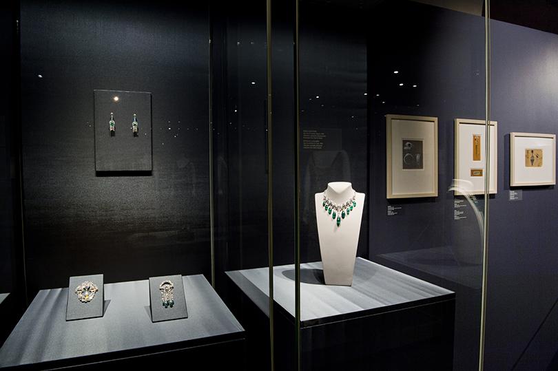 Идея науикенд: изучаем стиль ар-деко навыставке Института костюма Киото вКремле