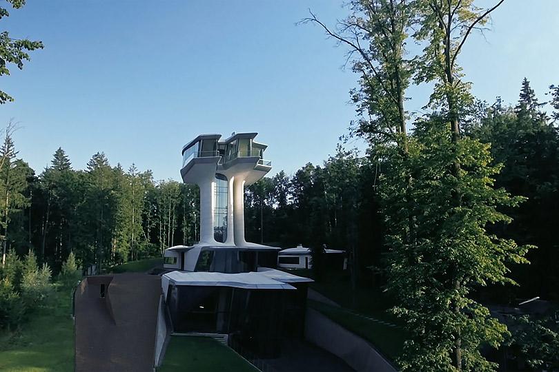 Мнебы внебо: завершилось строительство резиденции Владислава Доронина вБарвихе попроекту Захи Хадид