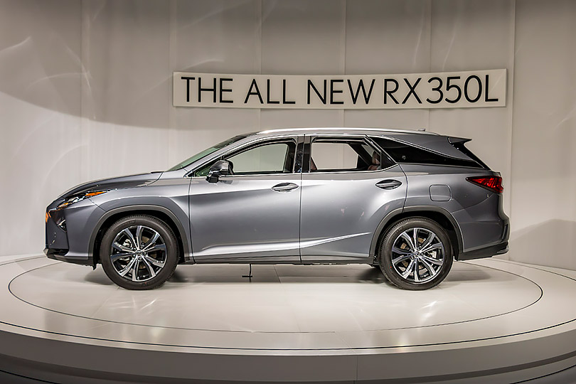 Cars with Jan Coomans. What's new atthe Los Angeles Motor Show. Lexus RX350L