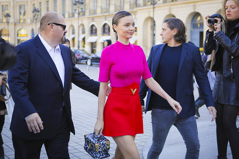 Style Notes: показ Louis Vuitton на Неделе моды в Париже. Миранда Керр перед показом
