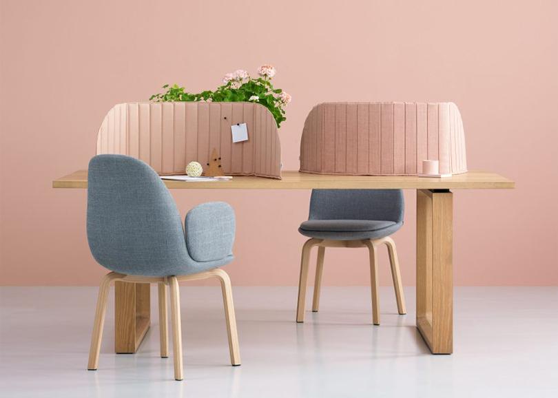 Дизайн &Декор: дизайнерский офис сOrgatec. Дизайн-студия Note Design ибренд Zilenzio также признают, что офисное пространство стало более мобильным, иделает цветные ширмы Focus для создания рабочей атмосферы влюбой обстановке
