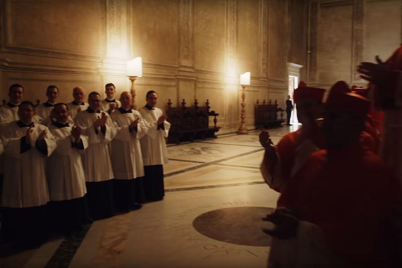 #PostaСериалы: вышел бикини-тизер «Нового папы»