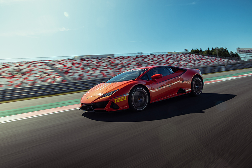 Lamborghini Huracan Evo — динамичный старт на трассе Moscow Raceway
