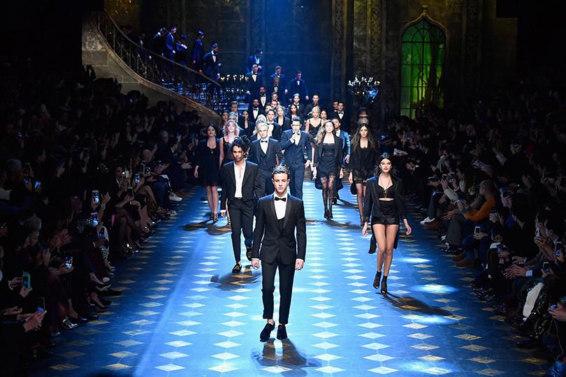 Представители «поколения миллениалов» напоказе Dolce &Gabbana вМилане