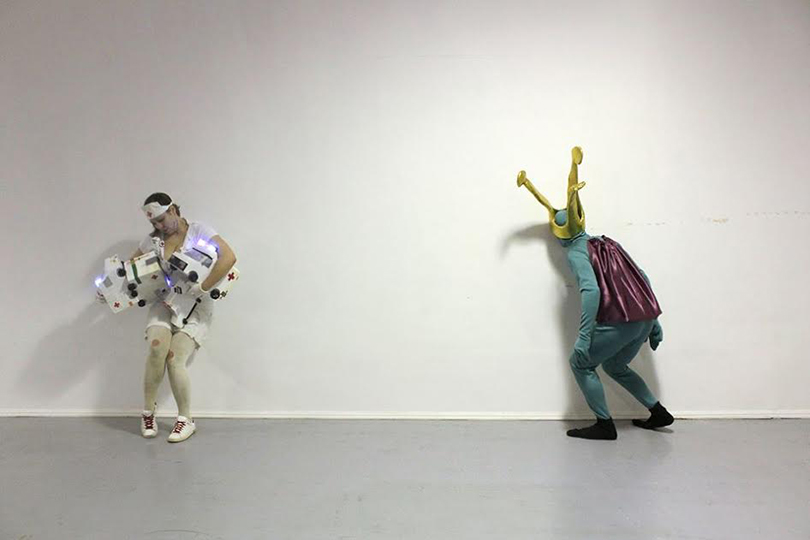 Катри Кайнулайнен иМаксимилиан Латва. Перформанс нафестивале Winter CreatURe, Каунас, 2015г.