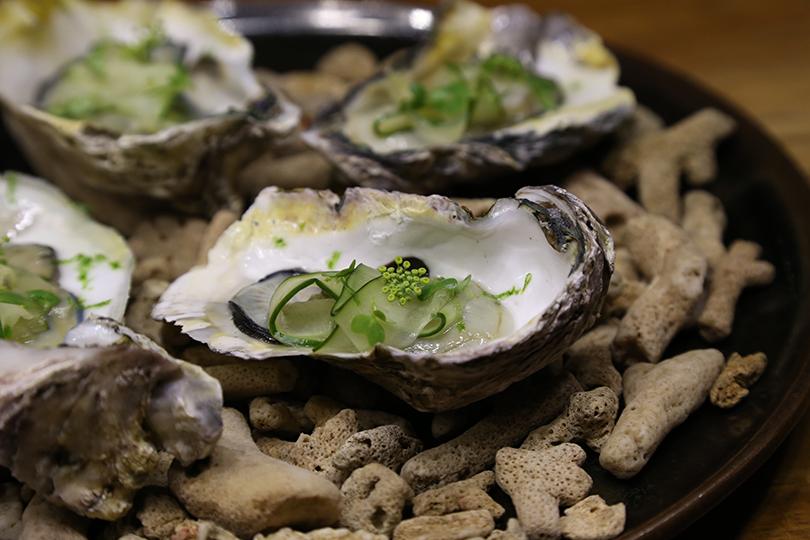 Гастрономический код Филиппин: изучаем лучшие рестораны Манилы. Устрицы спрозрачным ломтиком маринованного огурца, лаймом исахарным тростником
