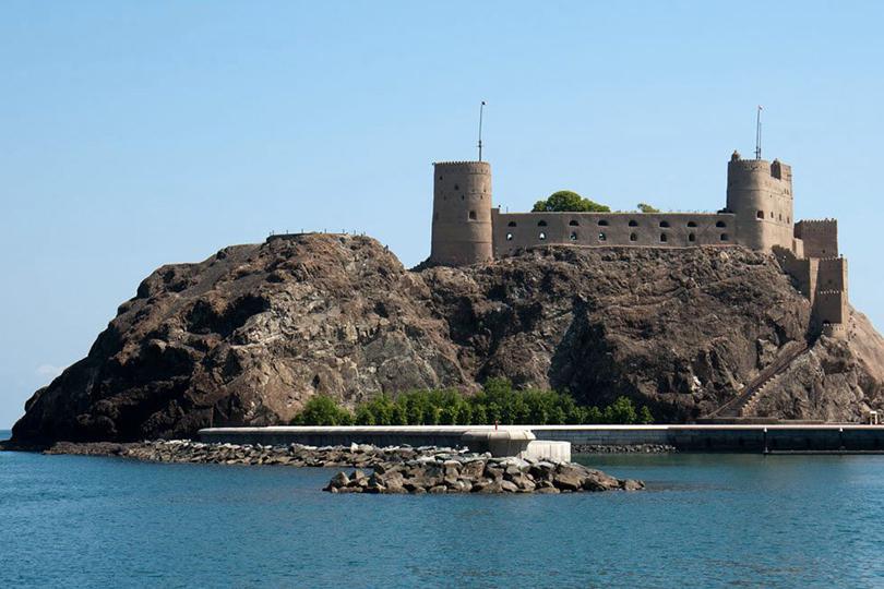 Куда поехать на майские: успеть за 24 часа — прогулки в старой гавани, спа Six Senses и другие причины лететь через Оман