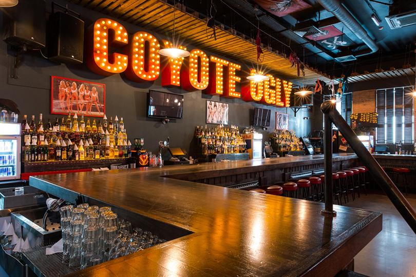 20 лучших идей ко Дню всех влюбленных в ресторанах Москвы. Coyote Ugly Bar