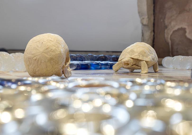Планы налето: Венеция, современное искусство иостровная идиллия вJWMarriott. Ян Фабр. Греческие боги в телесном пейзаже. 2011