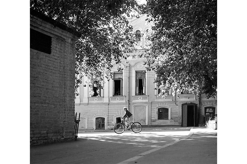 Весна вдвориках Старосадского переулка. 1950-е