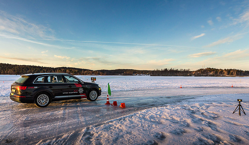 Авто сЯном Коомансом: как яукрощал замерзшее Ладожское озеро наAudiQ7