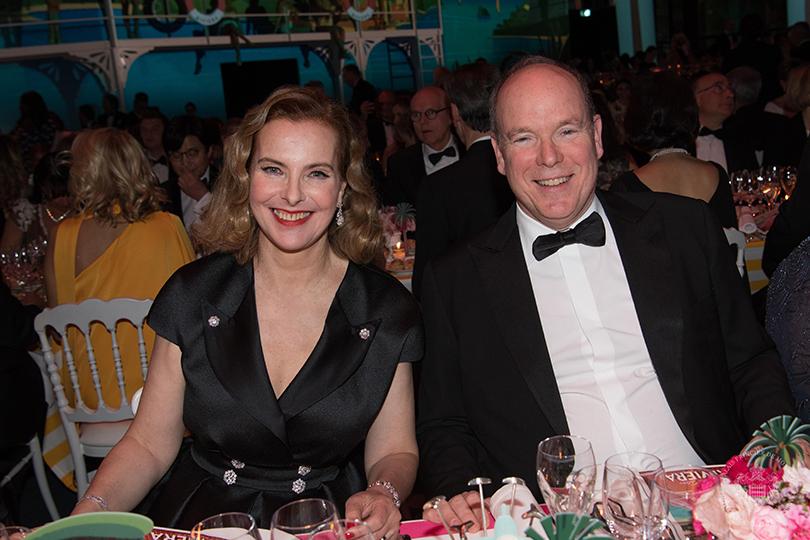 65-й ежегодный благотворительный Бал Роз в Монако. Кароль Буке и князь Альбер II