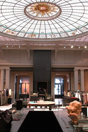 Банки превращаются: отели, бутики икартинные галереи вбывших банковских особняках инебоскребах. Антверпен, Verso Multibrand, Lange Gasthuisstraat, 9-11