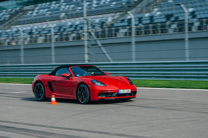 Авто с Яном Коомансом. Porsche World Roadshow на трассе «Сочи Автодром»: speed dating