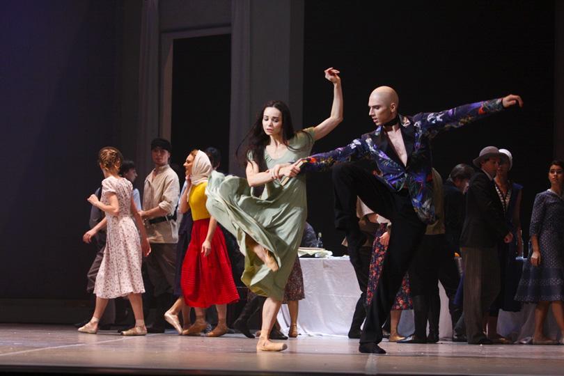 ВМДПНИ: танцевальный флешмоб ибалет висполнении артистов Большого
