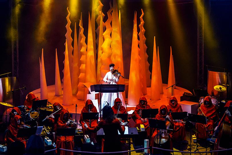 Электротеатр Станиславский открыл Театральный двор «Оперой для скрипки иученого»