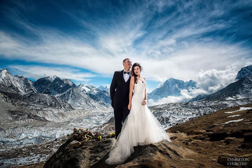 Напике: калифорнийская пара отметила свадьбу наЭвересте