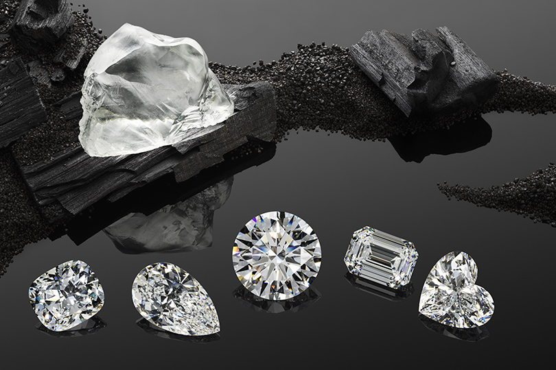 Уникальный алмаз Queen ofKalahari весом 342 карата компания Chopard превратила в5роскошных бриллиантов исделала ихосновой сета The Garden ofKalahari