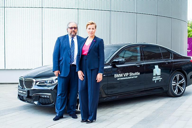 Борис Минц иЕлена Смирнова (глава «BMW Group Россия»— партнера музея врамках деятельности концерта всфере поддержки искусства)