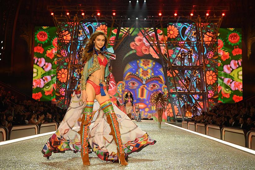Style Notes: самые яркие моменты показа Victoria's Secret 2016. Джиджи Хадид