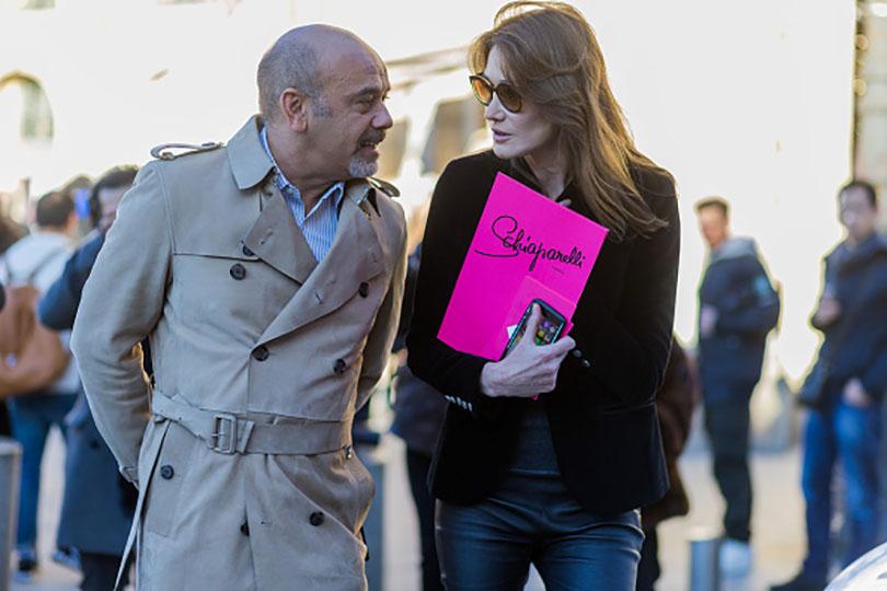 Street Style: хроники уличной моды на Неделе Haute Couture в Париже: Кристиан Лабутен и Карла Бруни-Саркози