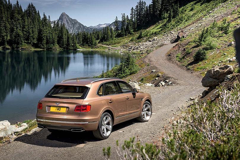 Авто с Яном Коомансом: революция внедорожников или зачем меняются SUV?  Новый SUV Bentley Bentayga, конечно, игрок не из легких, но «бегает» он от этого не менее быстро
