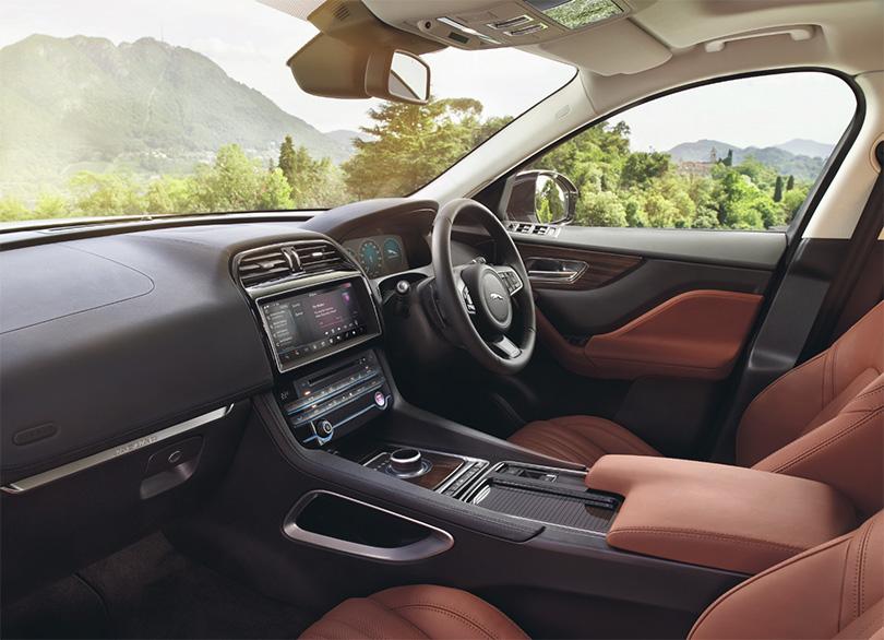 Авто с Яном Коомансом: революция внедорожников или зачем меняются SUV?  Jaguar F-Pace, согласитесь, выгядить гораздо спортивнее всех остальных SUV (SUV — в переводе — спортивно-утилитарное средство передвижения)