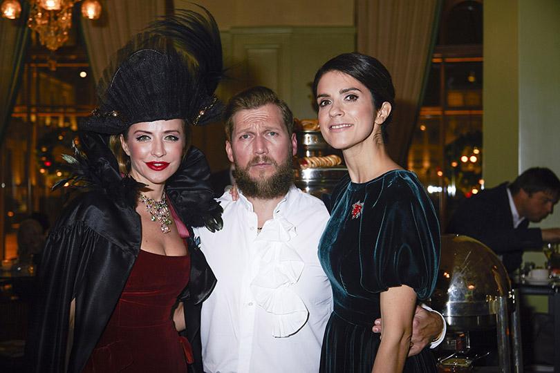 Петр Аксенов с Викторией Шеляговой и Ксенией Соловьевой (Tatler Russia)